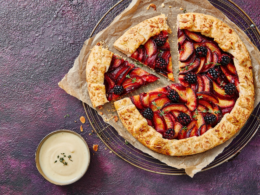 Plum-and-blackberry-Whole-Sliced-tart